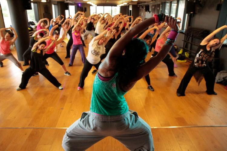 Групповые фитнес-тренировки Stretching в студии танца Grand Diamond.
