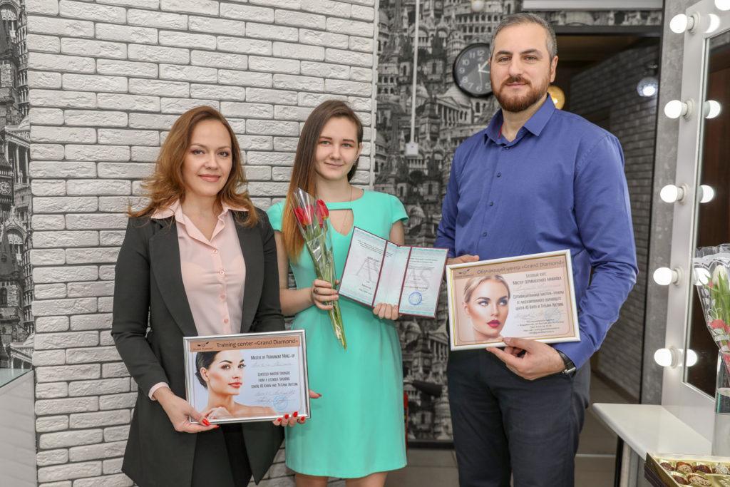Первый выпуск дипломированных специалистов на курсе «Мастер перманентного макияжа» в обучающем центре Grand Diamond
